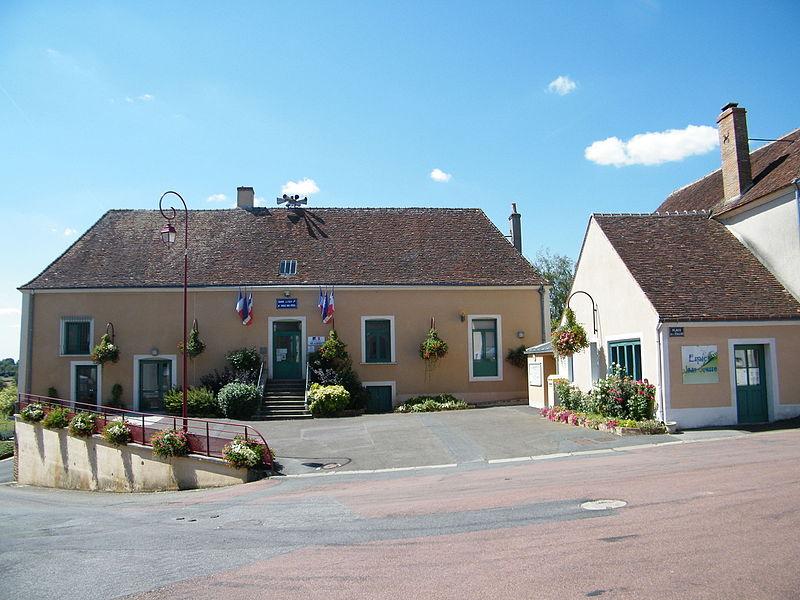 Gréez-sur-Roc,_Sarthe,_Fr,_mairie_(2)